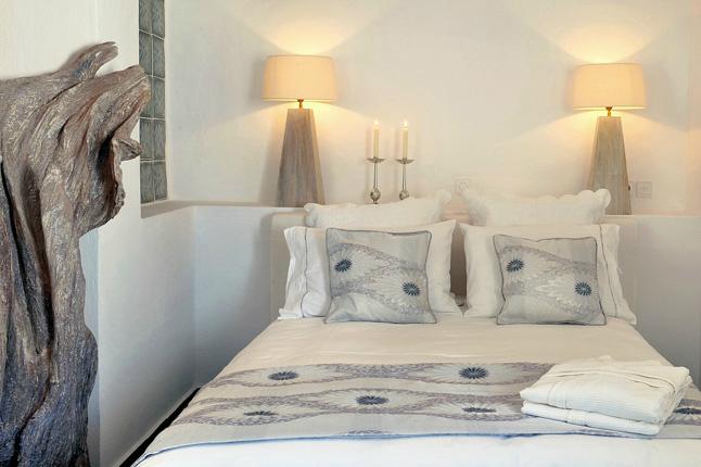 Aqua Luxury Suites In Santorini 8