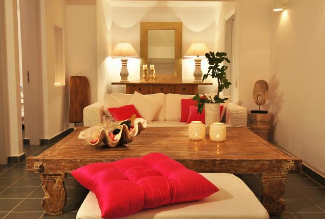 Aqua Luxury Suites In Santorini 9