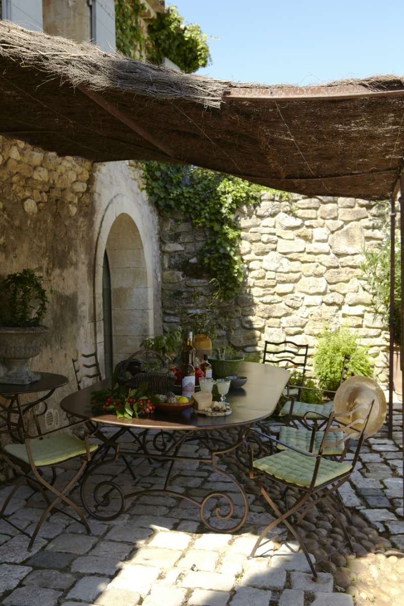 An Elegant 18th Century Residence Nestled Amongst The Provencal Vines10