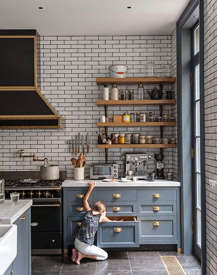 gray kitchen design idea 33