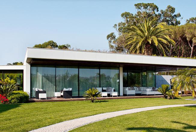 An Elegant House in the Outskirts of Lisbon 13