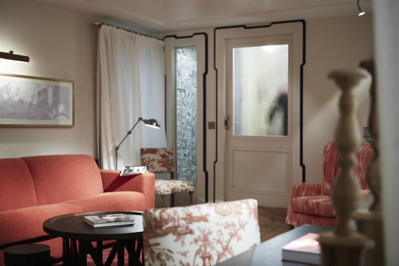 living room teracotta