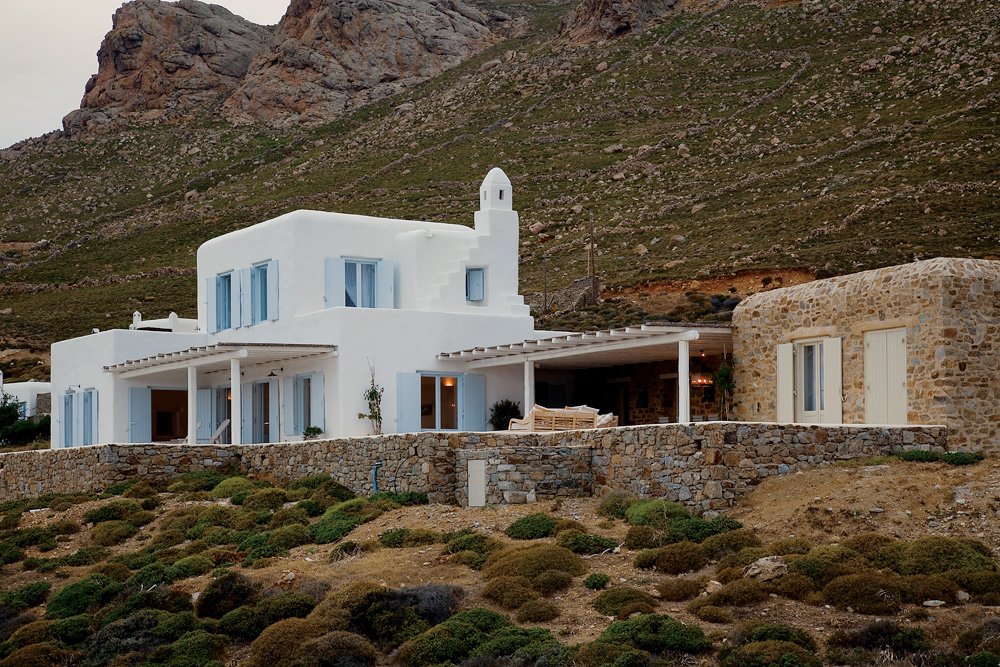 White Stucco Creates An Inspiring Vision 12