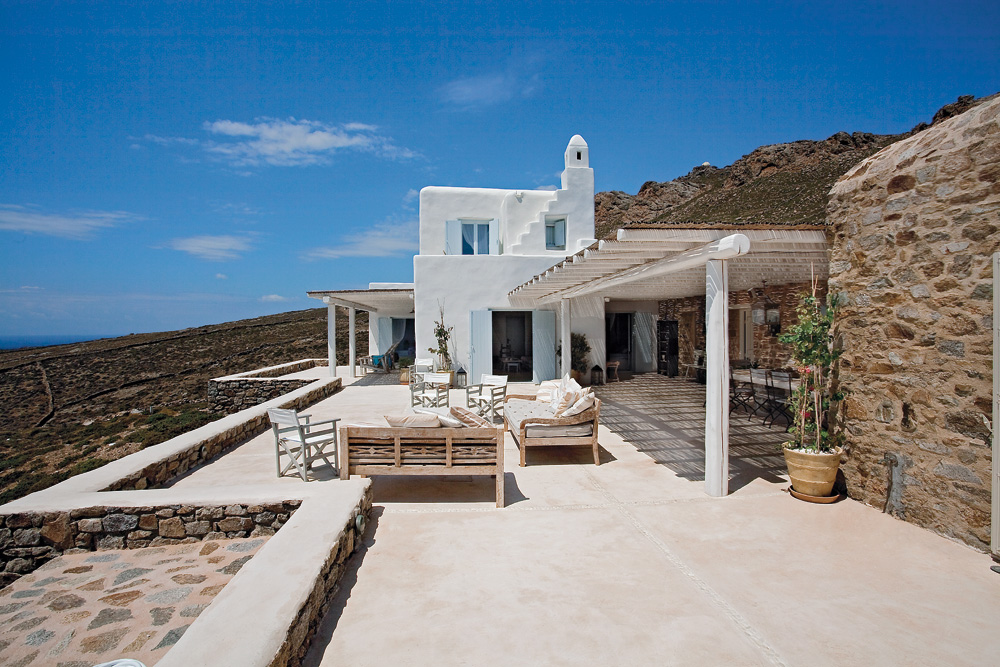 White Stucco Creates An Inspiring Vision 13