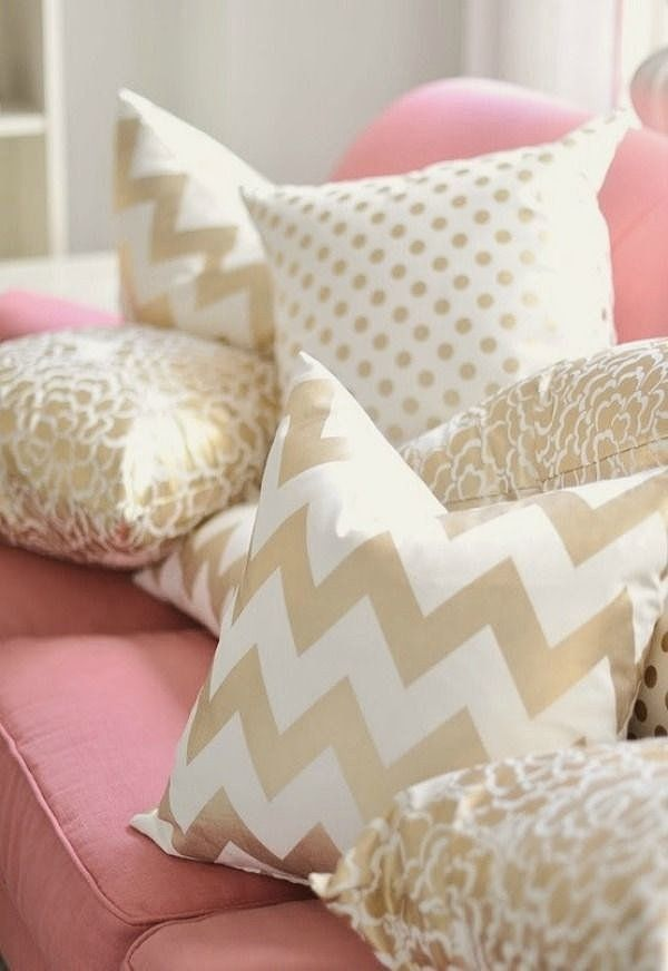 How To Mix Pillow Pattern To Enhance Your Decor 9