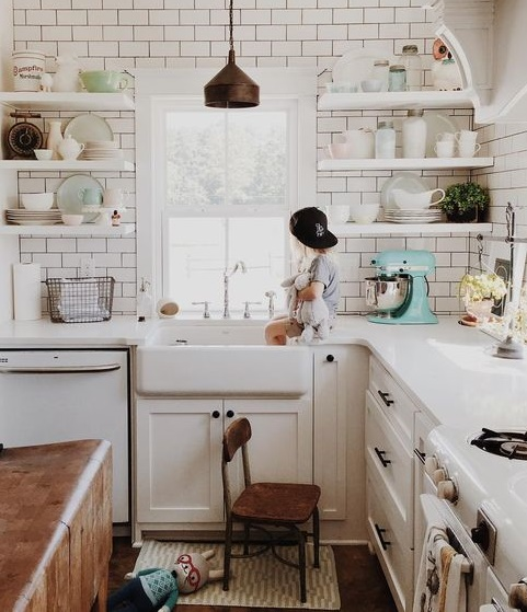 white kitchen with open shelves design idea
