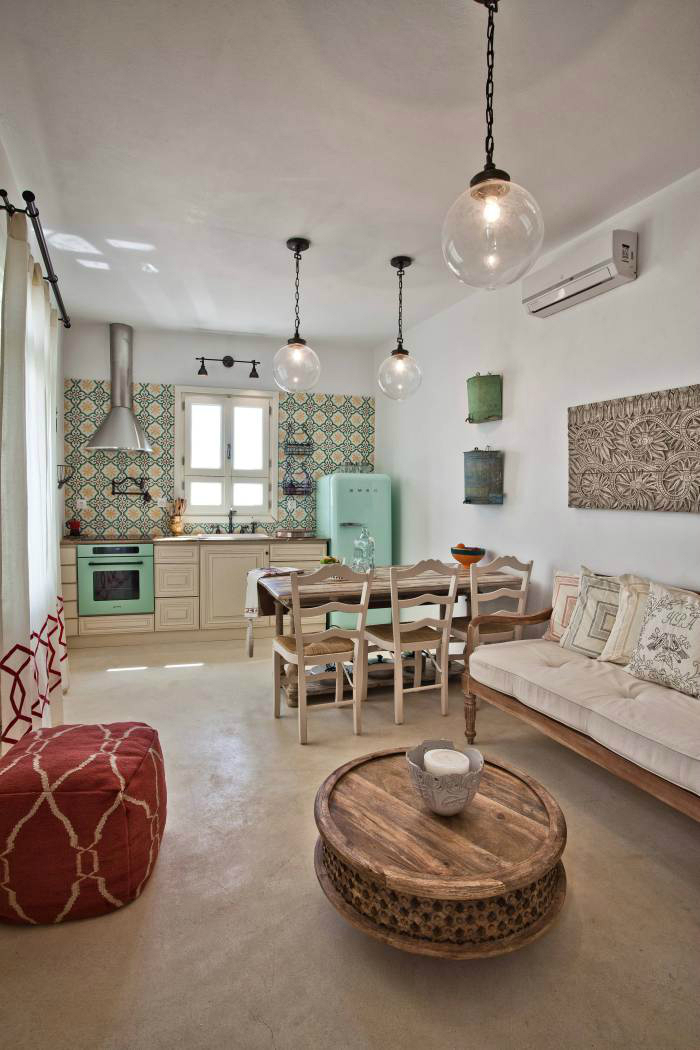 Decorative Items For Living Room: A Calm Decor In A Wild Setting
