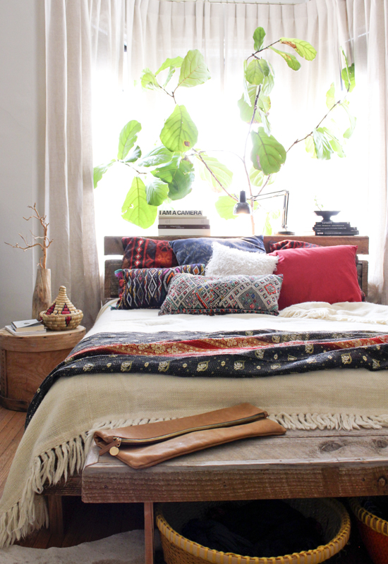 31 bohemian bedroom ideas decoholic for Ethnic bedroom ideas
