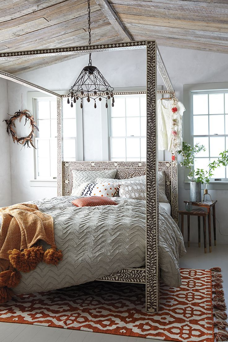 31 bohemian bedroom ideas decoholic for Bohemian style bedroom furniture