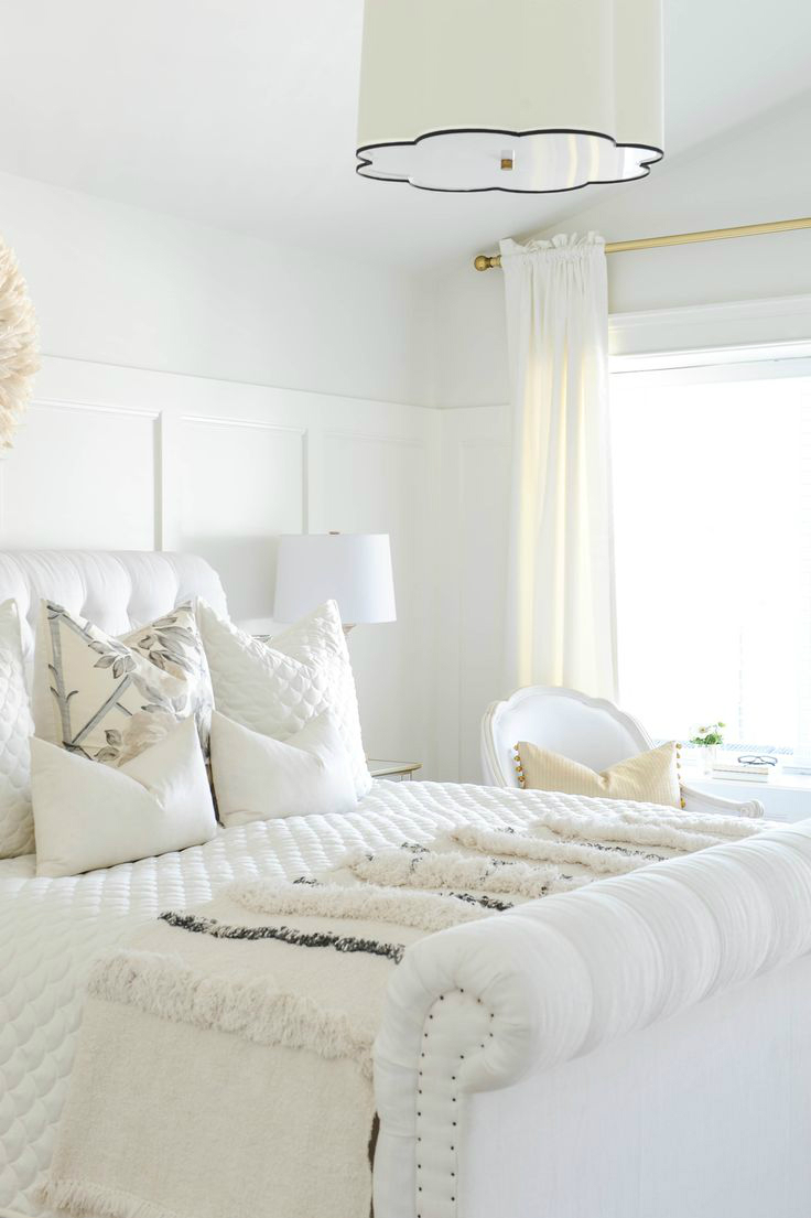 10 glamorous bedroom ideas decoholic for Bedroom designs white