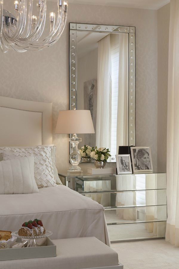 10 glamorous bedroom ideas decoholic for Elegant white bedroom furniture