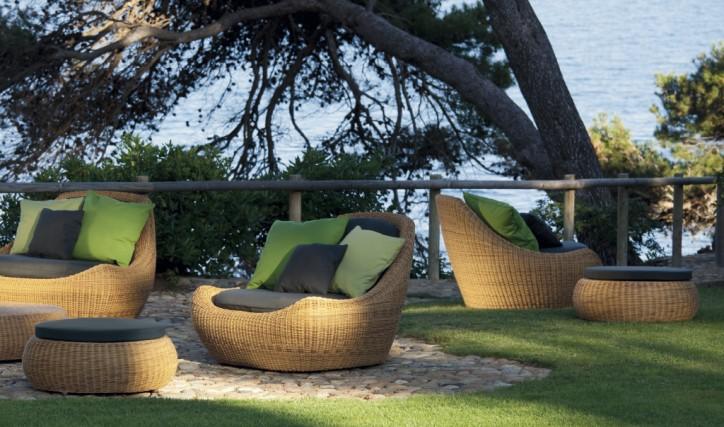 16 exceptional outdoor furniture designs decoholic for Sofas mimbre exterior