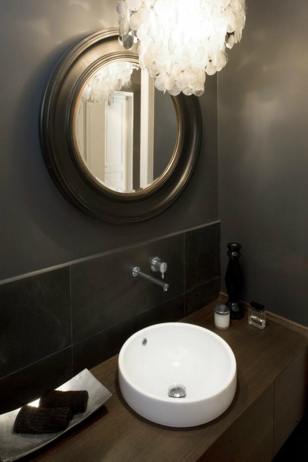 italia black bathroom