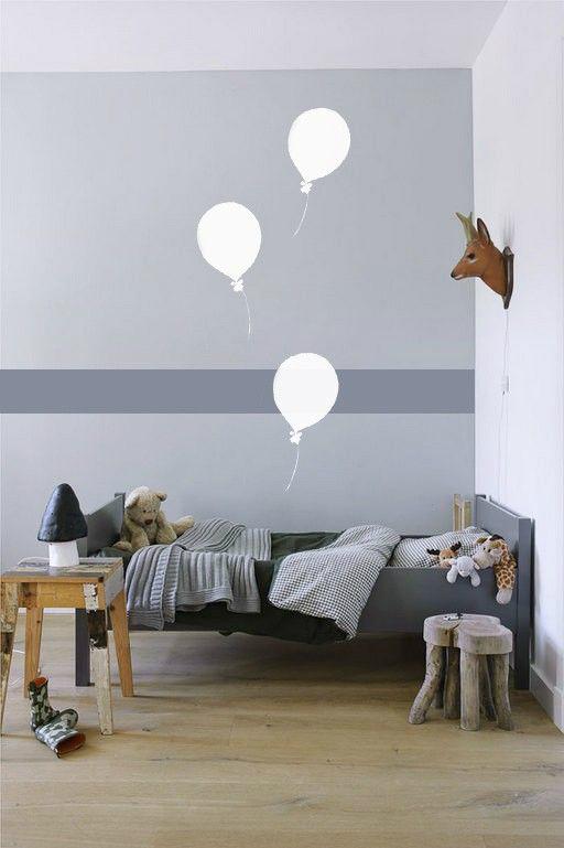 balloon painted bedroom wall