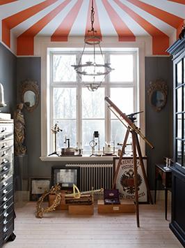 Gray With Orange ceiling Boys' Room Idea