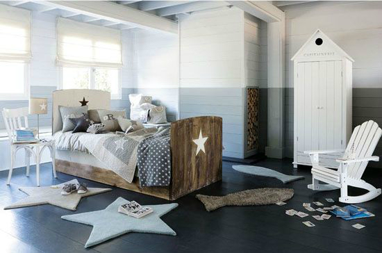 grey bedroom with star shaped carpets