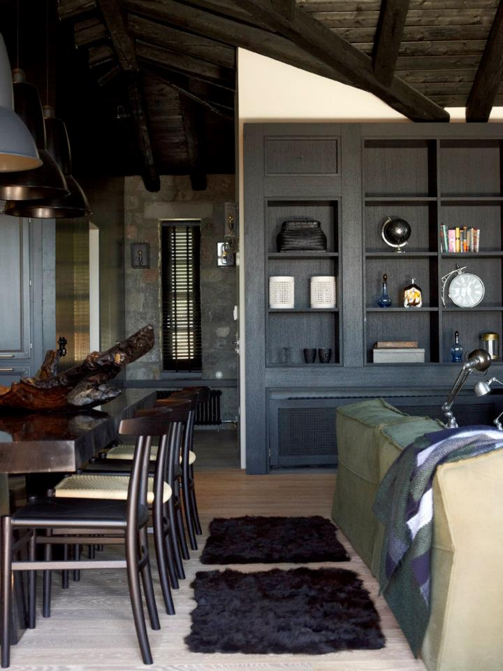 House That Combines Industrial and Traditional Style 4