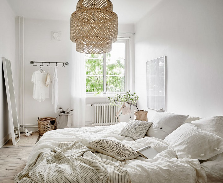 bedroom effortlessly chic 11 - Simple Ways To Decorate Your Bedroom