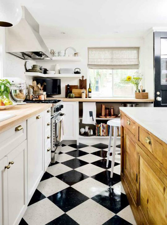 33 inspired black and white kitchen designs decoholic for Classic floor designs