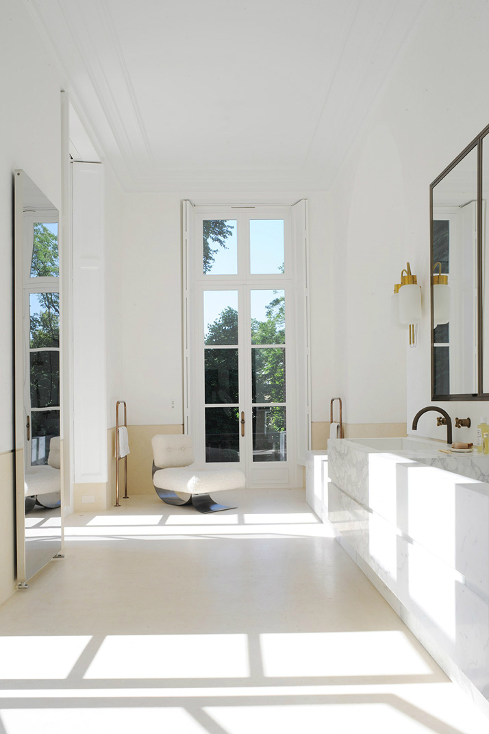 french interior with white walls