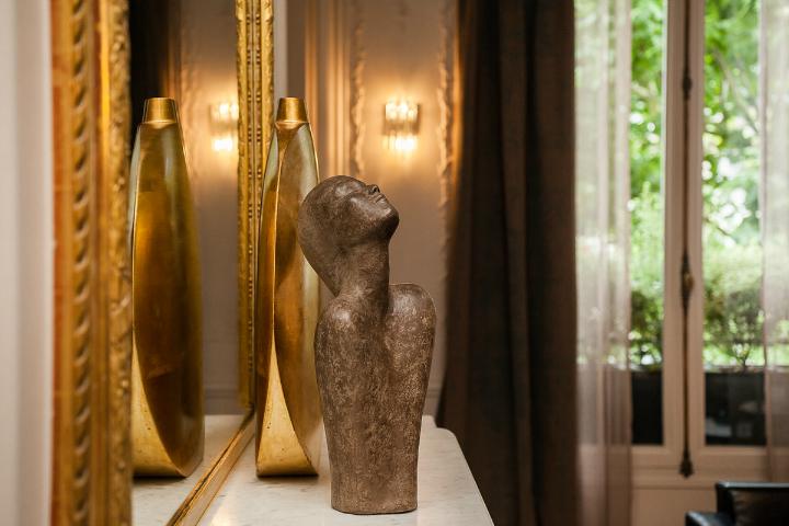 elegant and dramatic interior design ideas by Gerard Faivre Paris 10