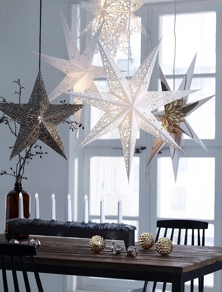 Scandinavian Christmas Dining Table Decorating Idea