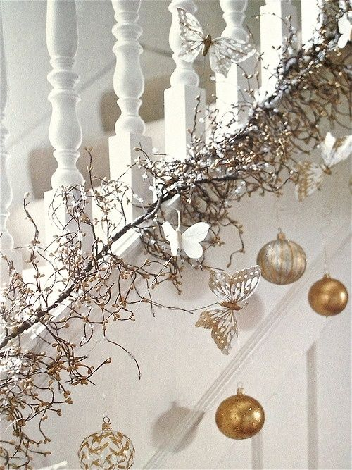 Contemporary Christmas Staircase