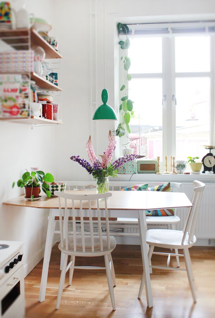 10 stylish table eat in small kitchen ideas decoholic for Table ideas for small kitchen