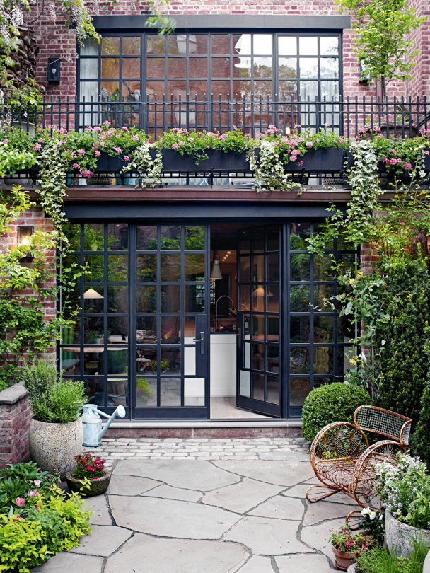Townhouse In Traditional Avant-Garde Decor - Decoholic on Townhouse Patio Ideas id=52967