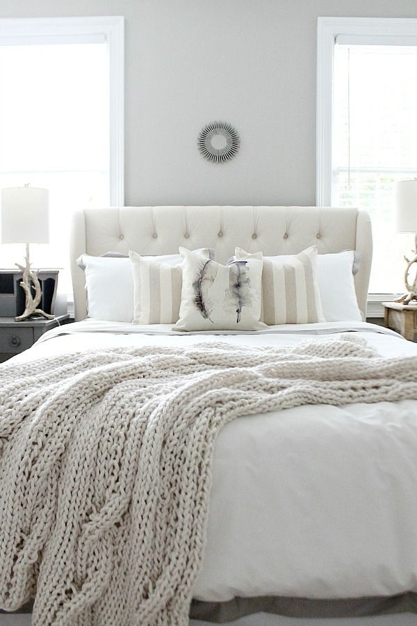 10 amazing neutral bedroom designs decoholic for Farmhouse style bed