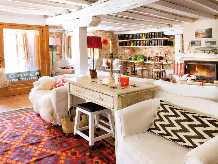 Colorful rustic cottage with character decoholic - Interior de casas de campo ...