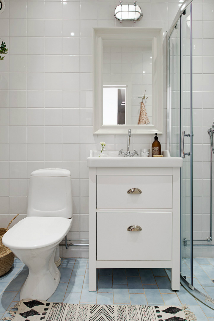 Luxury Design Ideas For A Scandinavian Master Bathroom In Melbourne With Flat