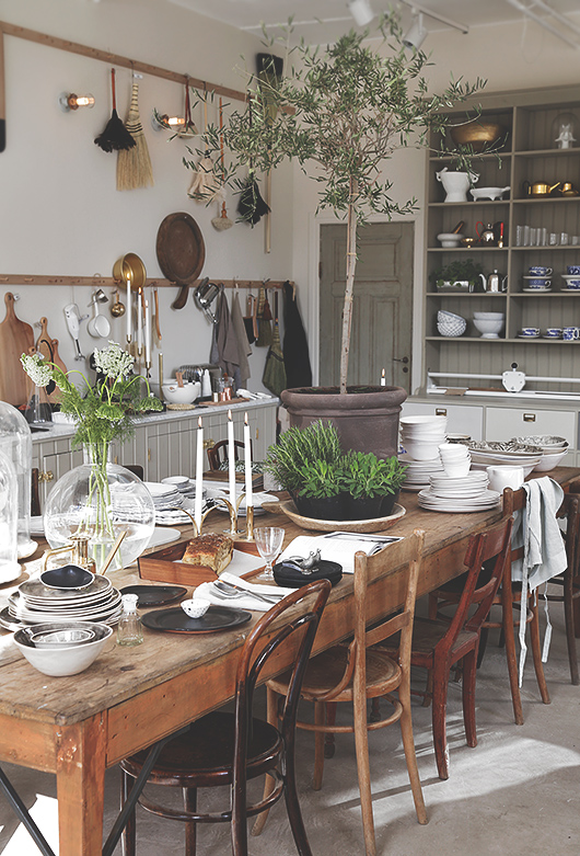 most pinned country dining room