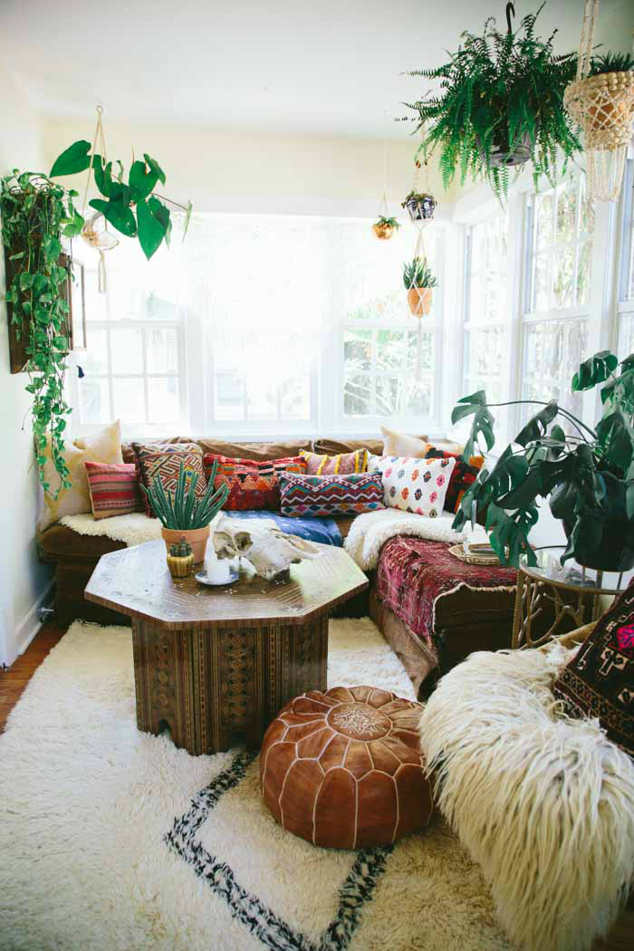 bohemian vibe large windows 10 Ways To Give Your Living Room A Bohemian Vibe  Decoholic