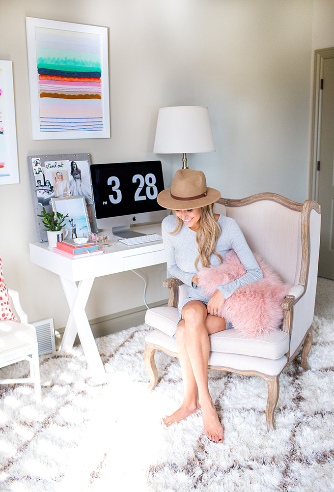 A Fashion Blogger\'s Home Office - Decoholic