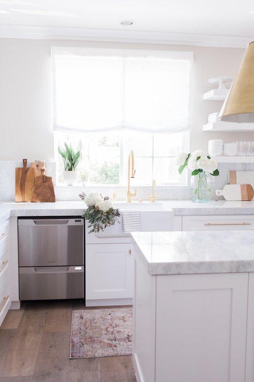 Chic White Kitchen with gold hardware 11