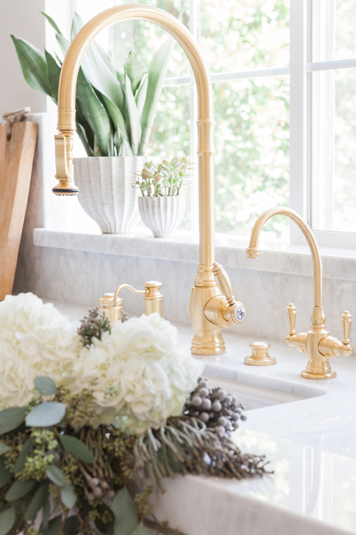 Chic White Kitchen with gold hardware 4