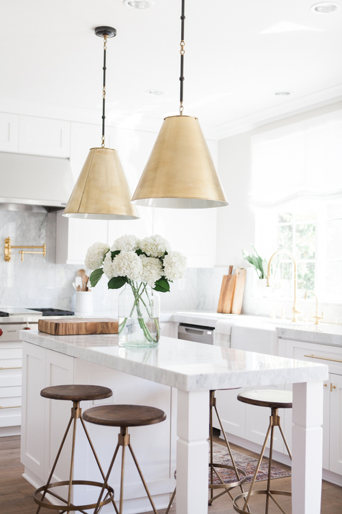 ... Chic White Kitchen With Gold Hardware 7 ...