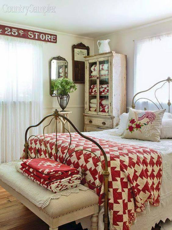 10 steps to create a cottage style bedroom decoholic for Country cottage bedroom