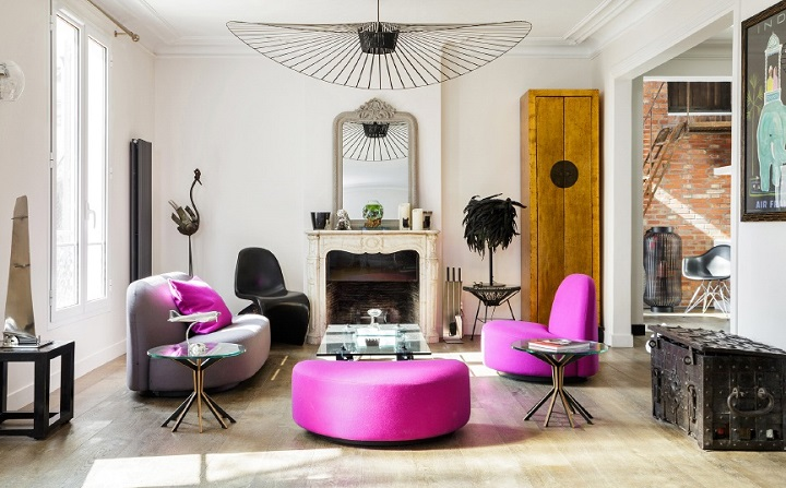 french traditional and modern living room with fuchsia touches