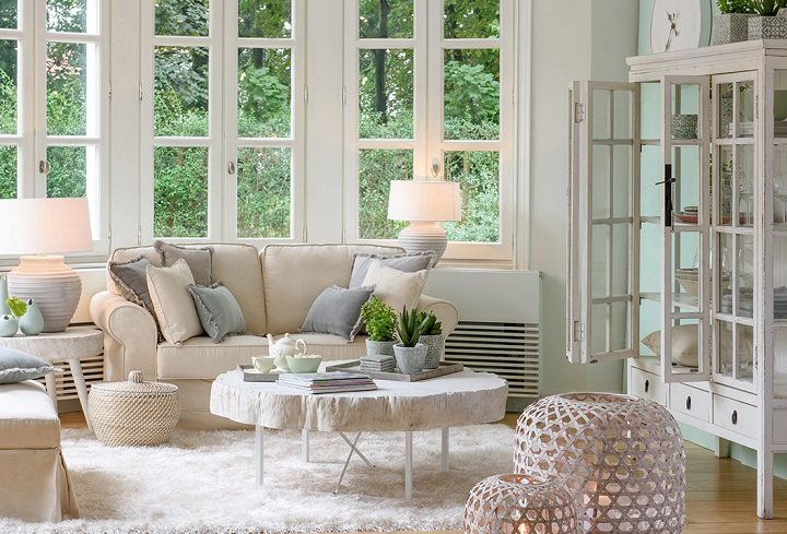How To Add a Warm-Weather Feel to Your Living Room 2