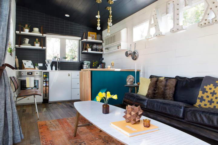 Small Colorful Fashionable House With Eclectic Vibe 4