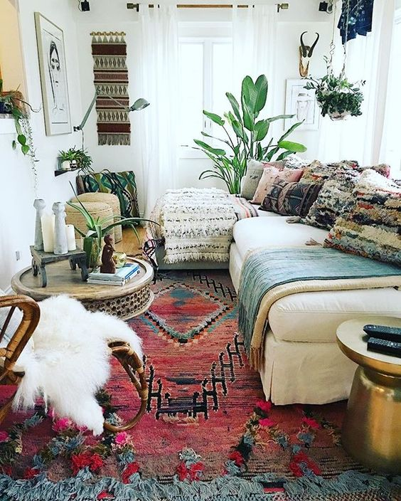 26 bohemian living room ideas decoholic for Mexican inspired living room ideas