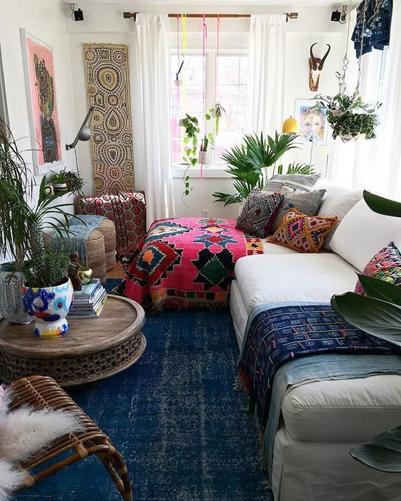 bohemian living room decorating idea 11