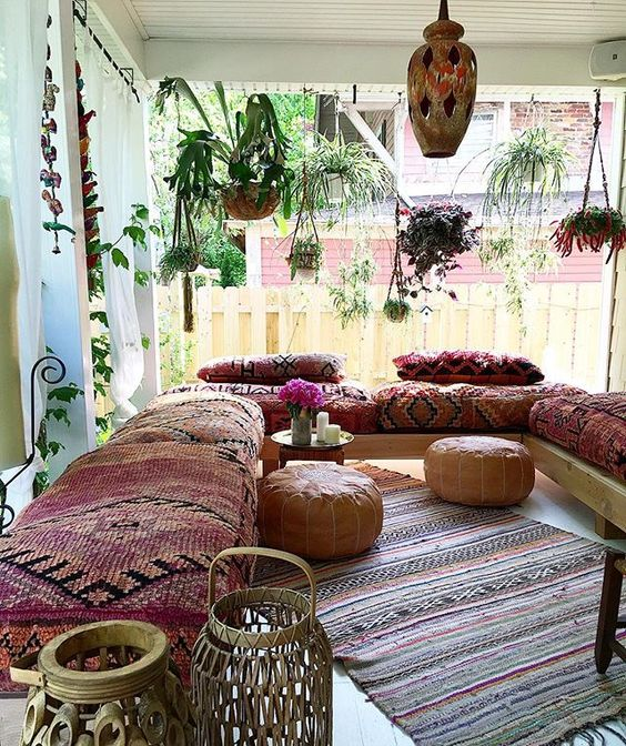 Charming Bohemian Living Room Decorating Idea 9 ...