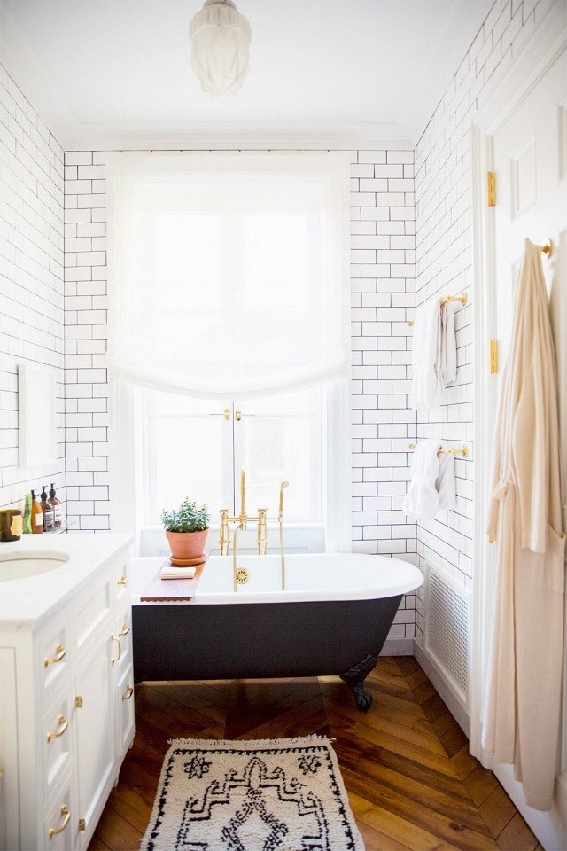 black and white bathroom design 10