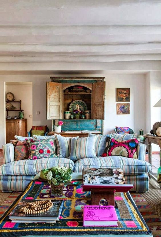26 bohemian living room ideas decoholic for Gypsy designs interior decorating