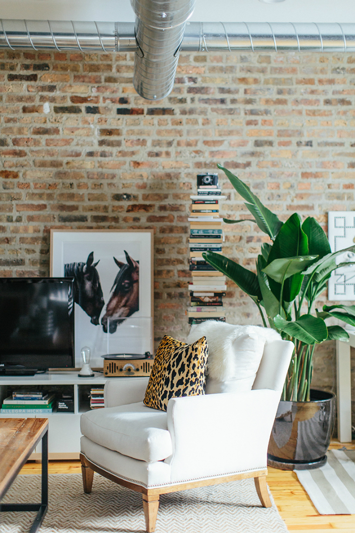 The Everygirl Cofounders' Amazing Chicago Home and Office 17