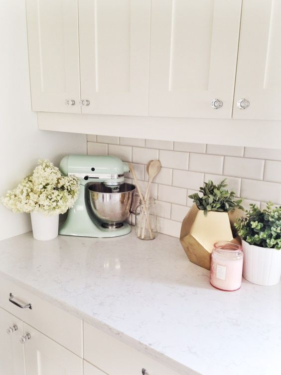 10 ways to style your kitchen counter like a pro decoholic for Kitchen counter decor