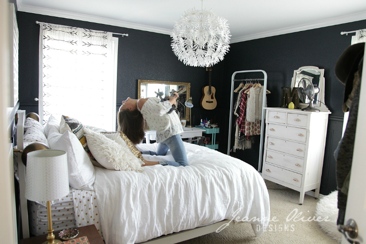 Amazing Teen Girl's Bedroom Makeover 26